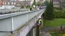 Kabely jsou instalovány pod mostovku