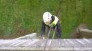 Dvě lana jsou používána kvůli bezpečnosti práce