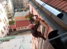 Roura zabraňuje poškození okapu lany
