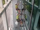 Mytí prosklené fasády zvenku