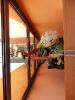 Vhodná pozice velmi usnadňuje důkladné umytí okna