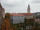 Zámek Český Krumlov, natřené vikýře jsou na budově uprostřed