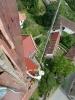 Oprava střechy za pomoci horolezecké techniky