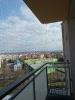 Montáž sítě proti holubům na balkón v panelovém domě