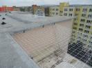 Síť nad lodžií na střeše panelového domu
